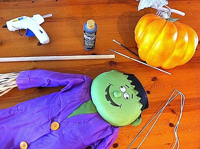 how to make a Halloween pumpkin scarecrow prop