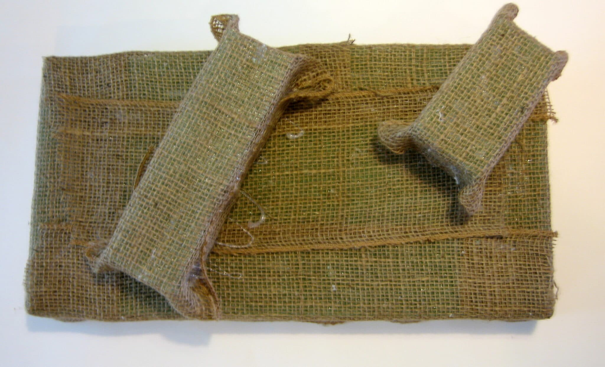 cover floral foam with burlap