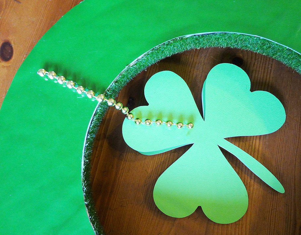 gold bead St Patricks day wreath