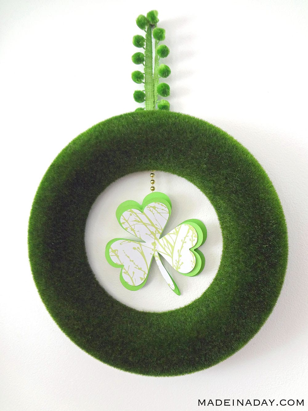Clover wreath, pom pom shamrock wreath, St Patricks Day Wreath craft, green wreath
