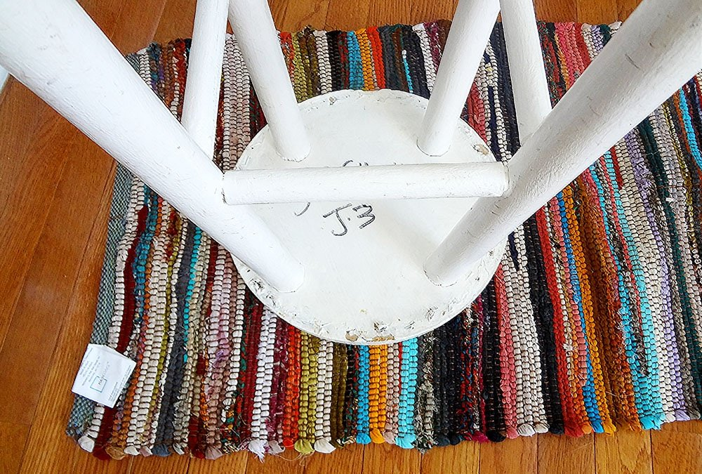 cover a stool with a rug