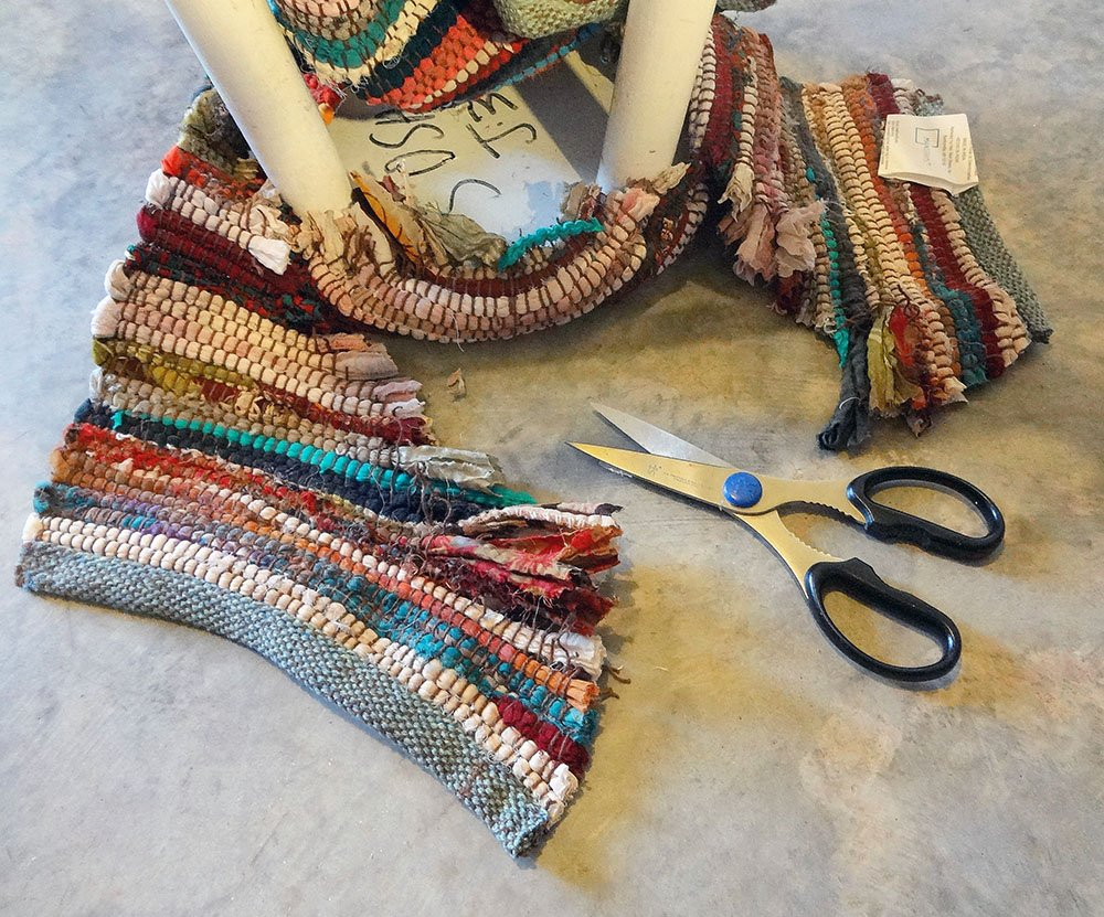 trim rag rug off