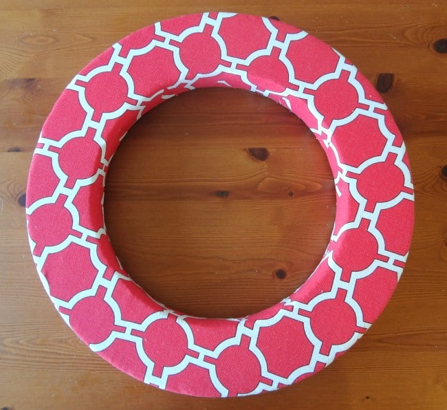 Flat front patterned wreath
