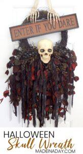 Breathtaking Creepy Skeleton Skull Wreath 1