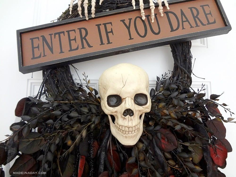 Skeleton Skull Halloween Wreath