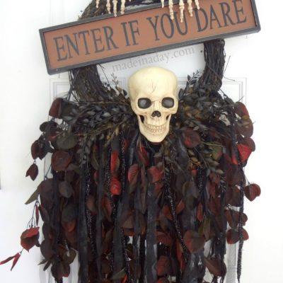 Creepy Skeleton Skull Wreath