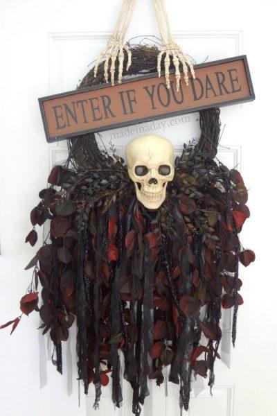 Creepy Skull Wreath