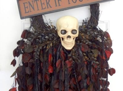 Breathtaking Creepy Skeleton Skull Wreath