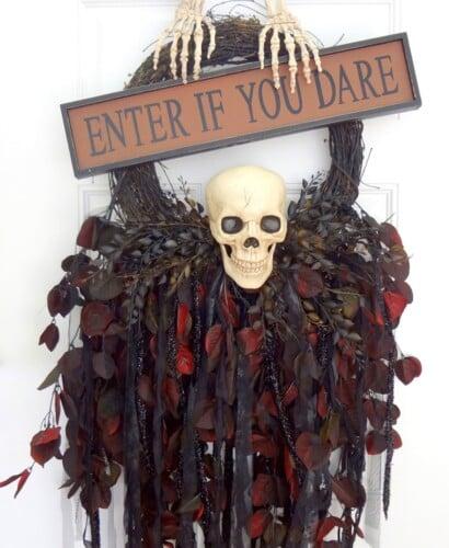 Breathtaking Creepy Skeleton Skull Wreath 40