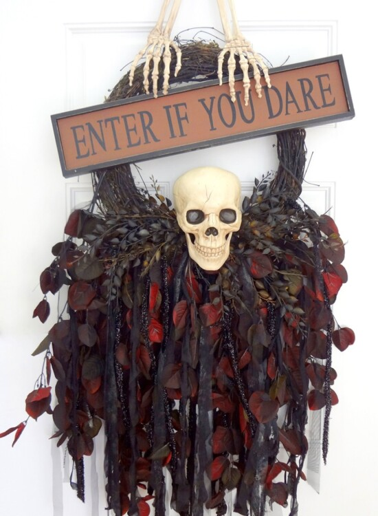 Breathtaking Creepy Skeleton Skull Wreath 32