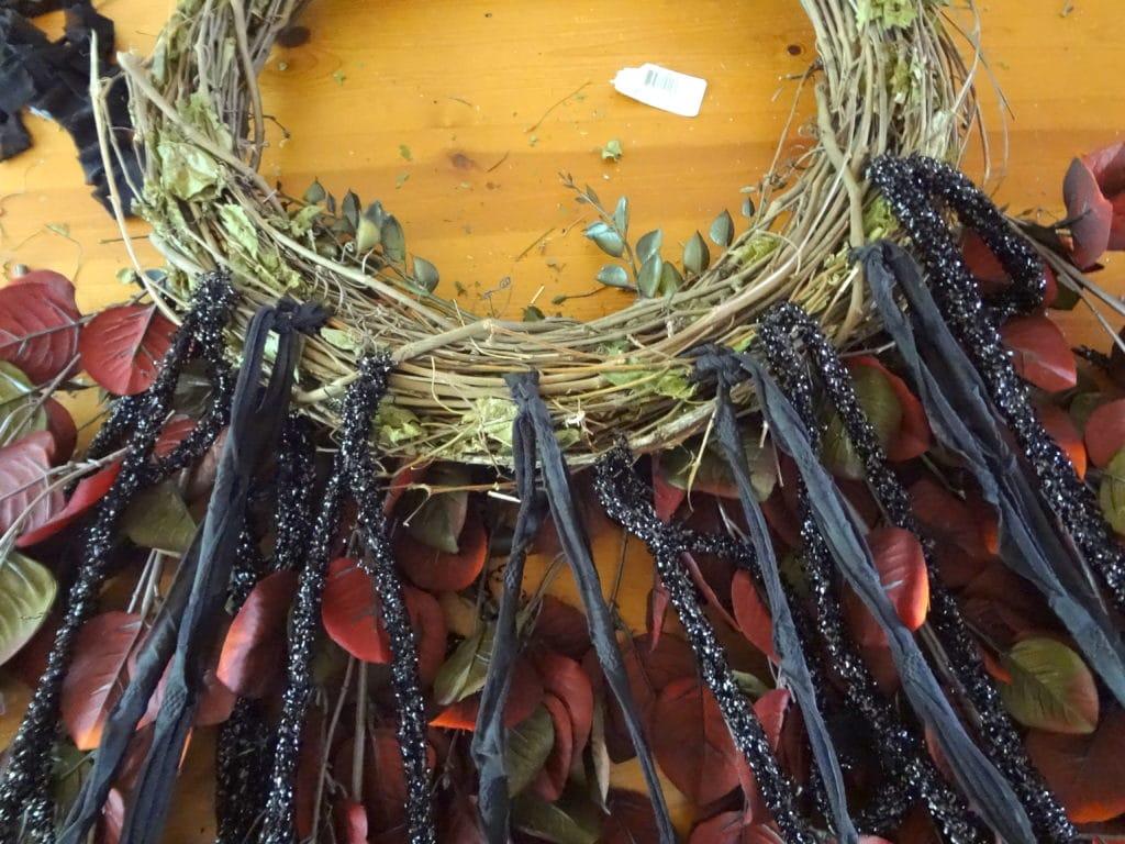tie-fabric-to-hang-below-wreath