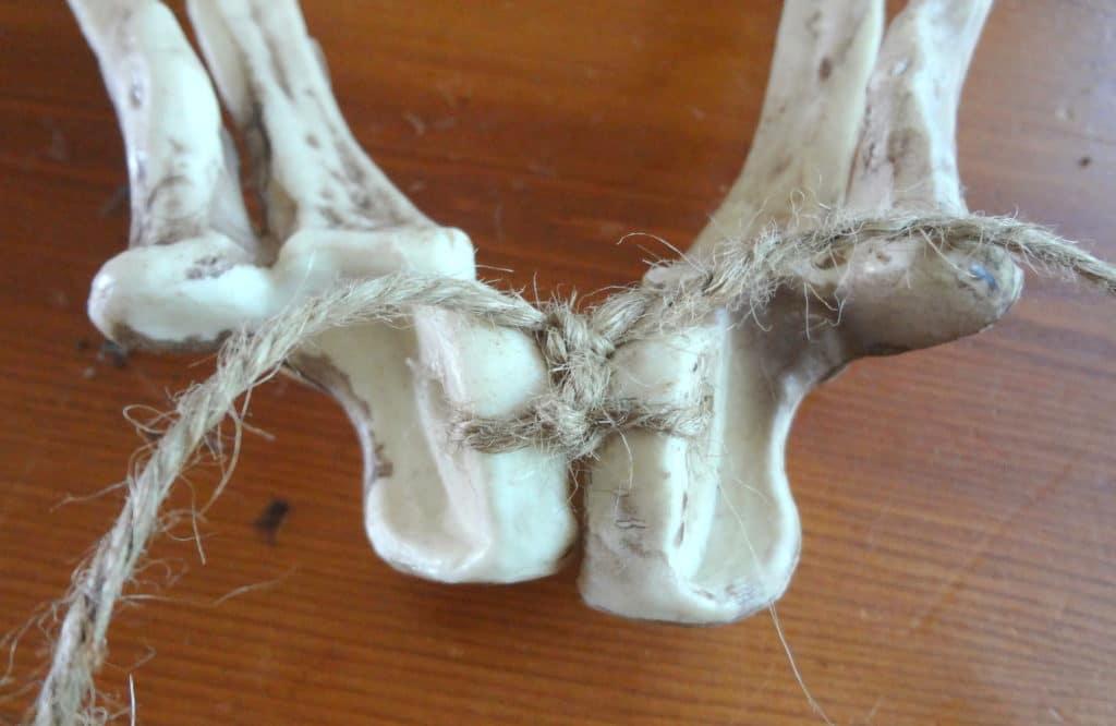 tie-skeleton-arm-bones-for-wreath