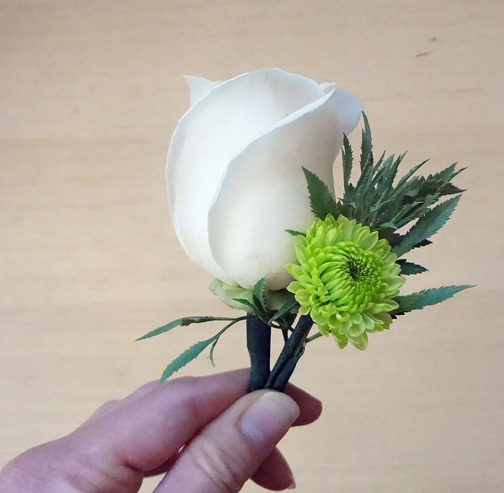 how to make a boutonniere for a wedding or prom