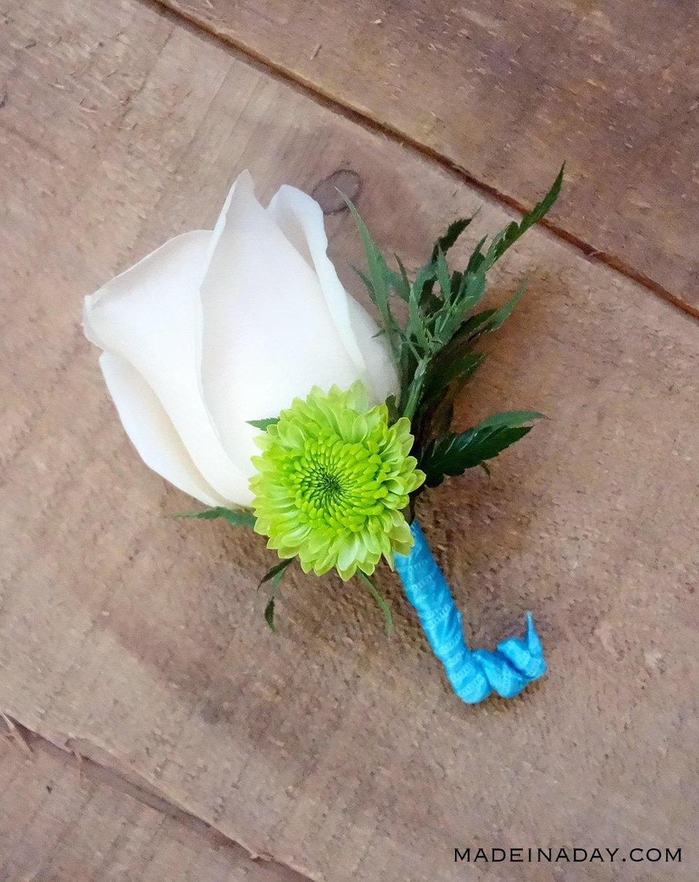 Wedding flowers Make a boutonniere, how to make a boutonniere with silk flowers