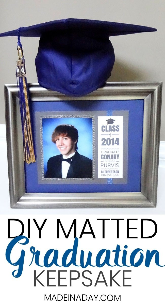How to Make a Matted Graduation #Keepsake #Announcement Graduation Gifts, graduation keepsake gift, mounted graduation pic announcement keepsake, graduation keepsake ideas, high school grad pics, college grad pic #graduation #gradgift #grad2018