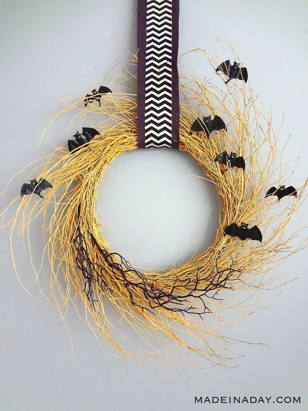 Golden Flying Bat Halloween Wreath, Bat Wreath, Yellow Bat Halloween Wreath