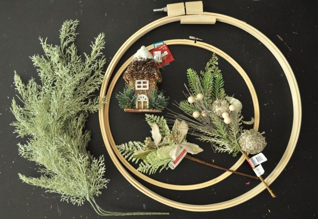 Make a embroidery hoop wreath