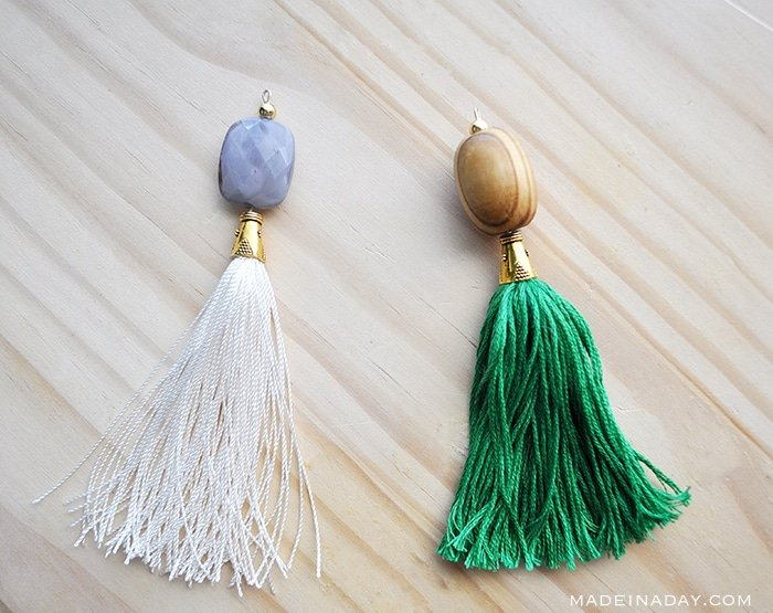 Simple tutorial to make capped tassels with beads attached for tassel necklaces, key chains, decor and more. Embroidery floss, bead caps, jewelry pins, #cappedtassel #tassel #beadedtassel