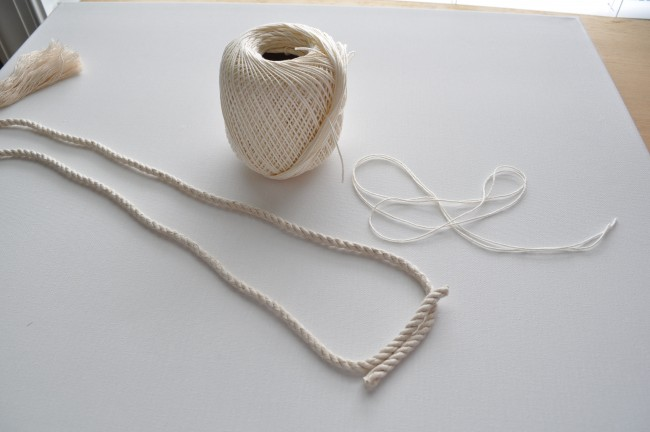 Finsh necklace with tied rope