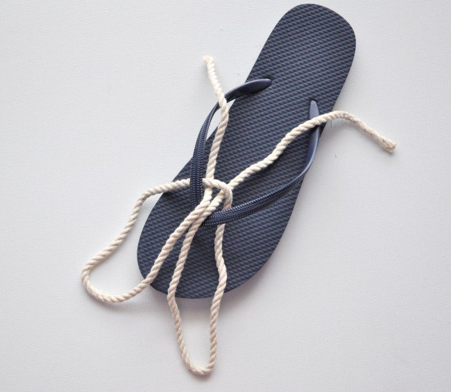 Tie a nautical knot on flip flop madeinaday.com