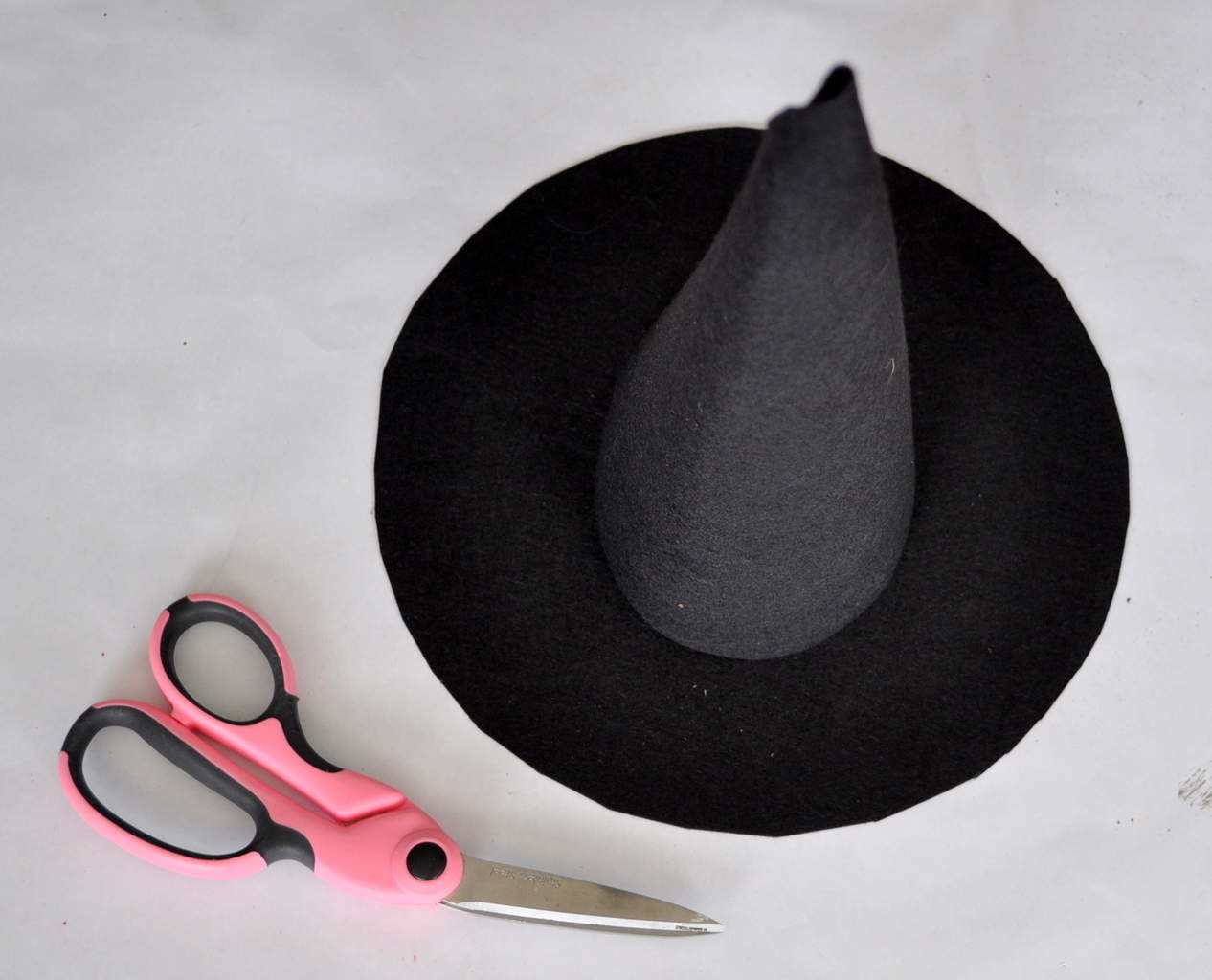 Easy Witch Hat Tutorial madeinaday.com