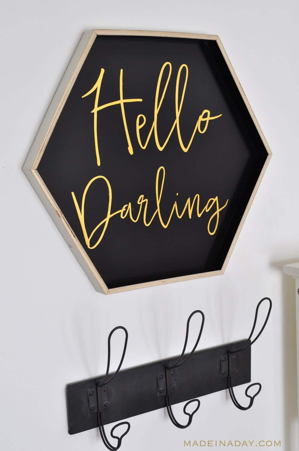 Hello Darling Sign FREE Printable, DIY sign from a tray with gold lettering #printable #sign #wallart #gold