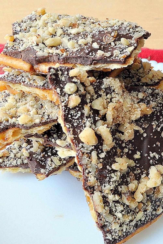 Christmas Crack: Saltine Chocolate Crunch Bars