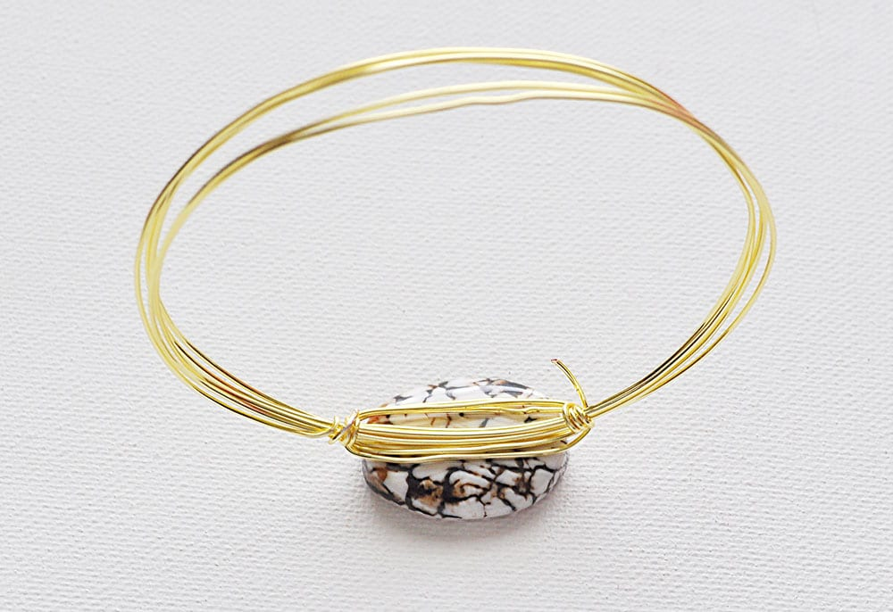 wrapping a stone wire bracelet