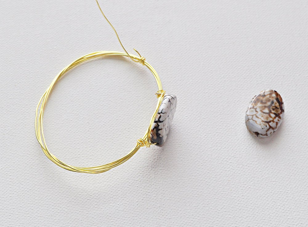 add second stone to wire bracelet