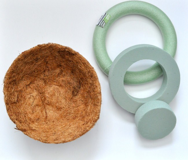 Make a wreath with Coco Plant Liner