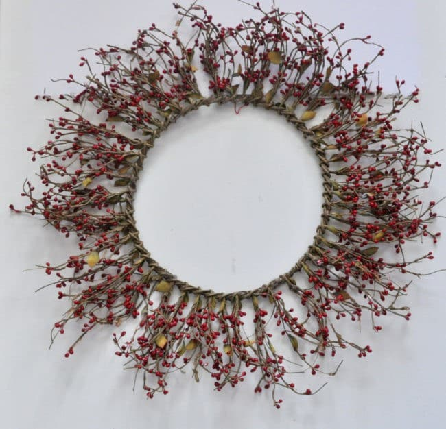 Berry wreath before upcycle