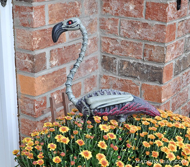 flamingo-zombie-halloween-decor