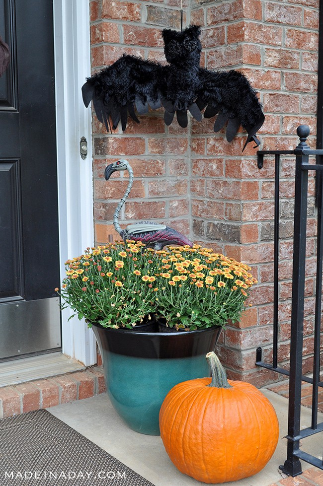 halloween-front-porch-decor