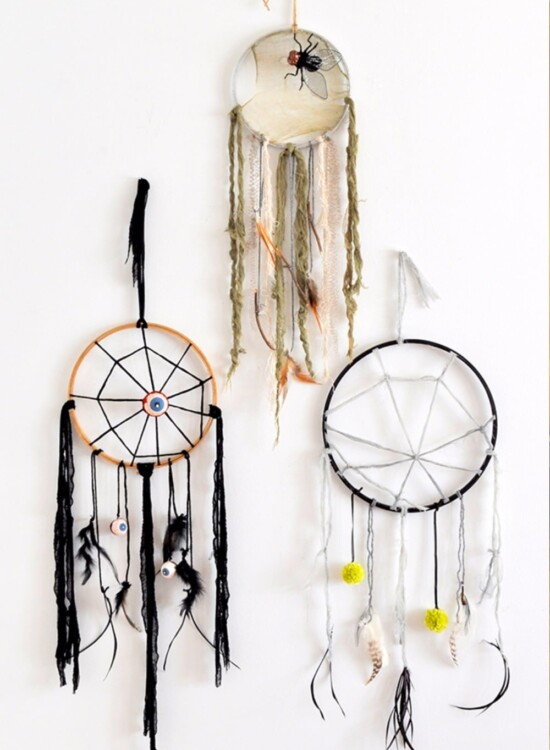 Simple DIY Creepy Halloween Dreamcatchers 34