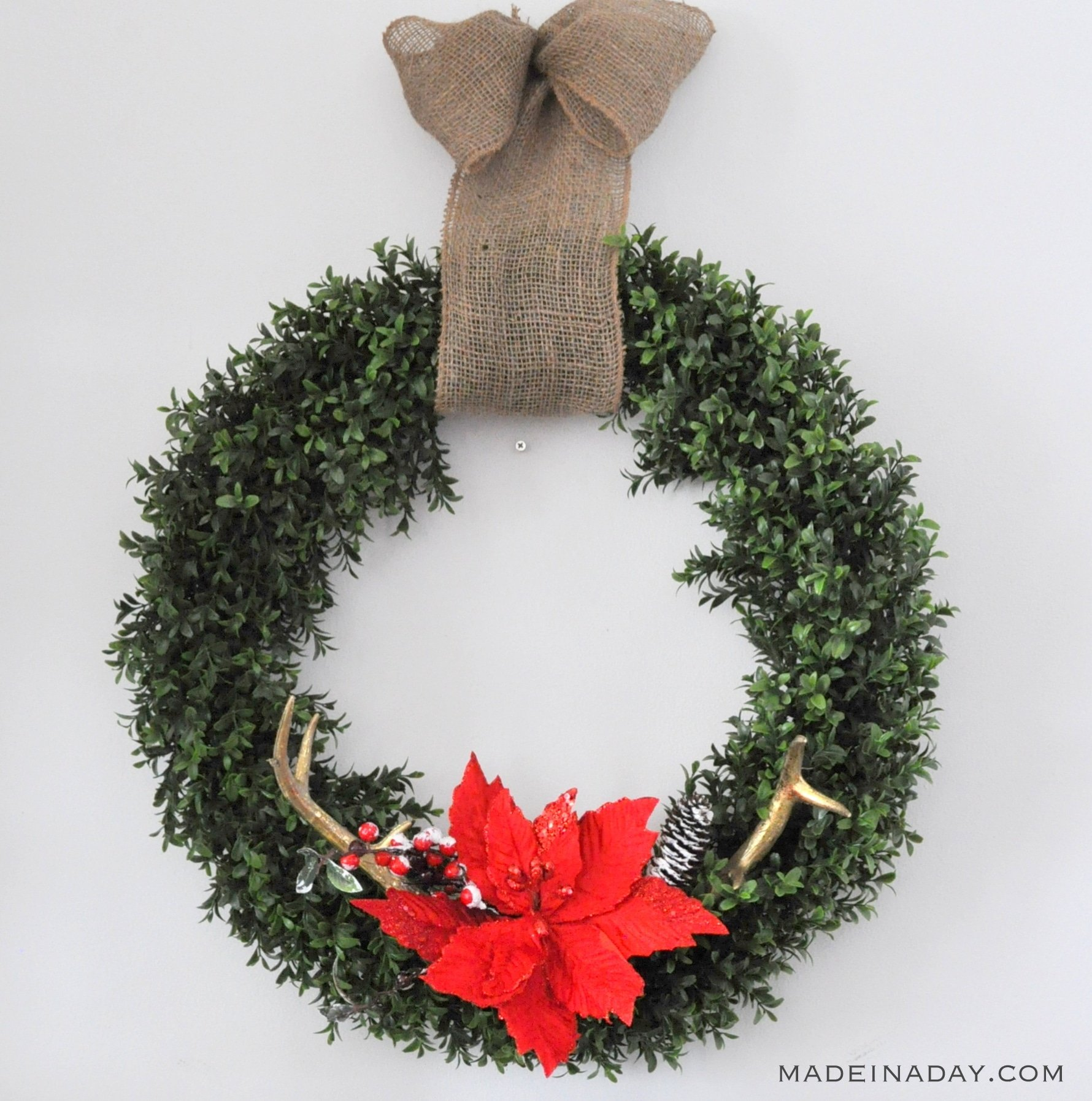 chirstmas-antler-poinsettia-boxwood-wreath-madeinaday-com