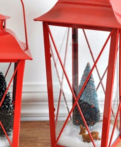 Trendy Holiday Decor: Boxwood Wreath and Lantern Styling 31