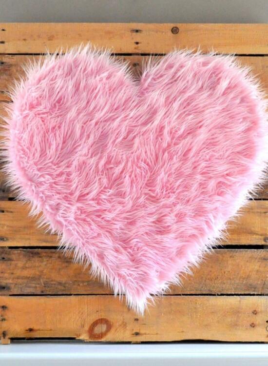 DIY Giant Pink Fur Heart Valentine 8