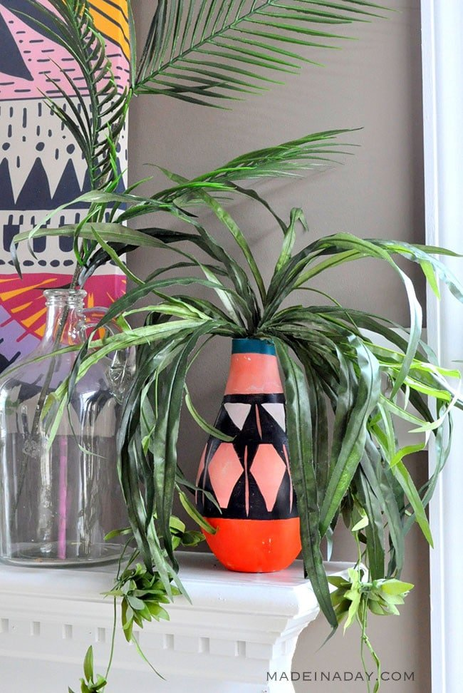Painted Tribal Vases, Boho vases, paint Native American pattern on a vase, Bohemian vases, easy DIY home decor, pink tribal vase #tribalpattern #Boho #tribal