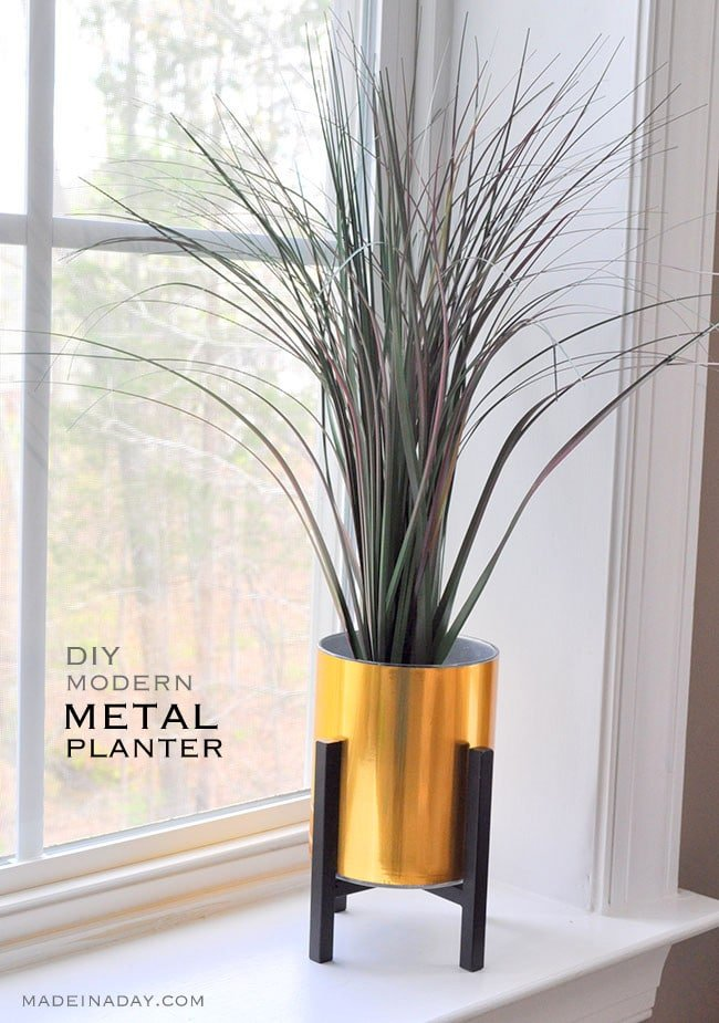 Super easy Faux Gold Metal Planter tutorial, metal adhesive laminate over a glass vase, Easy way to get in on the modern metal home decor trend. Palm