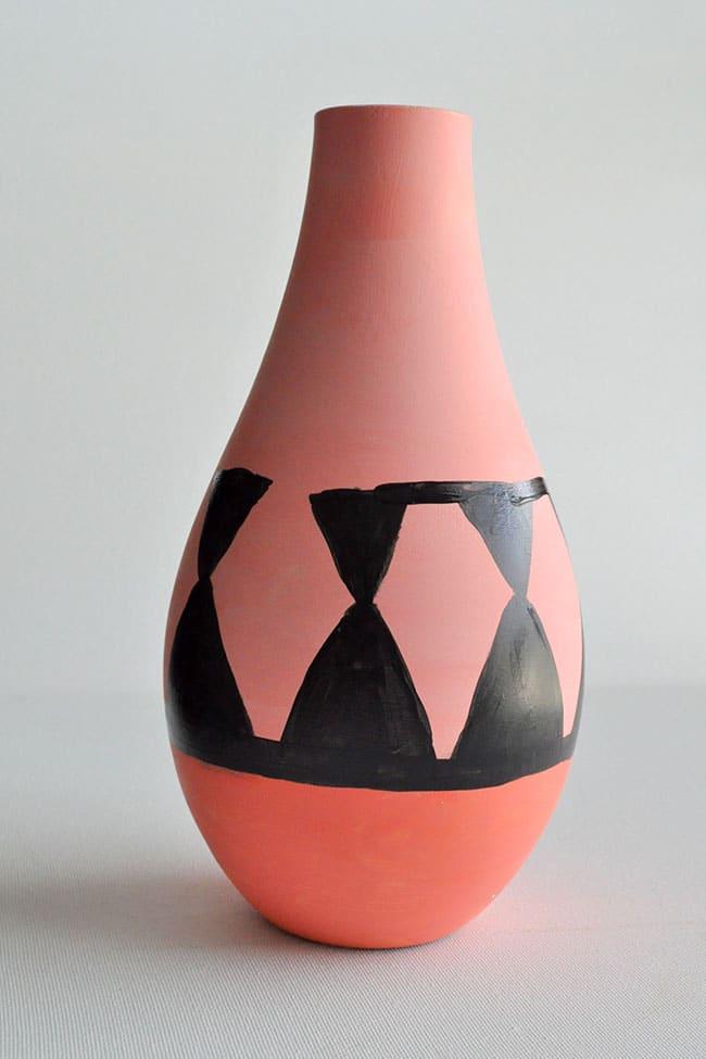 paint a tribal vase