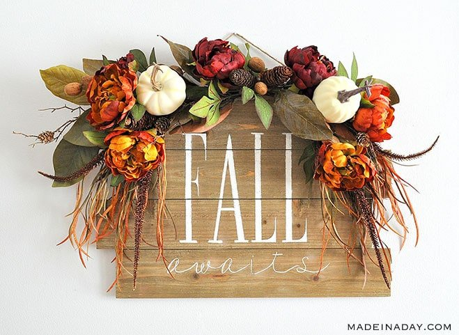 #Fall Awaits Hand Painted #Pallet, Fall Wreath, Fall sign, pallet sign, Grab all the supplies @HobbyLobby to create this beauty. #sponsored #ad Pallet sign, paint a pallet, fall sign, how to hand-paint a pallet sign, fall door hanger, hand painted sign