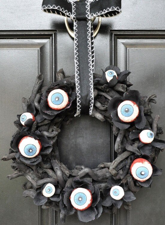 Horrifying Eyeball Wreath & Pumpkin Man Halloween Decor 9