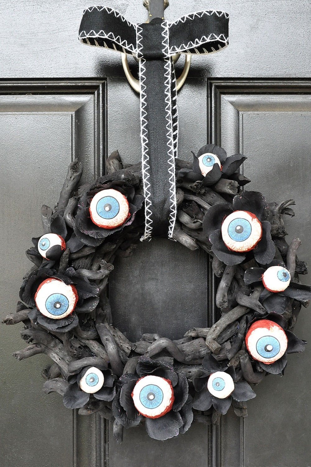 Horrifying Eyeball Wreath & Pumpkin Man Halloween Decor