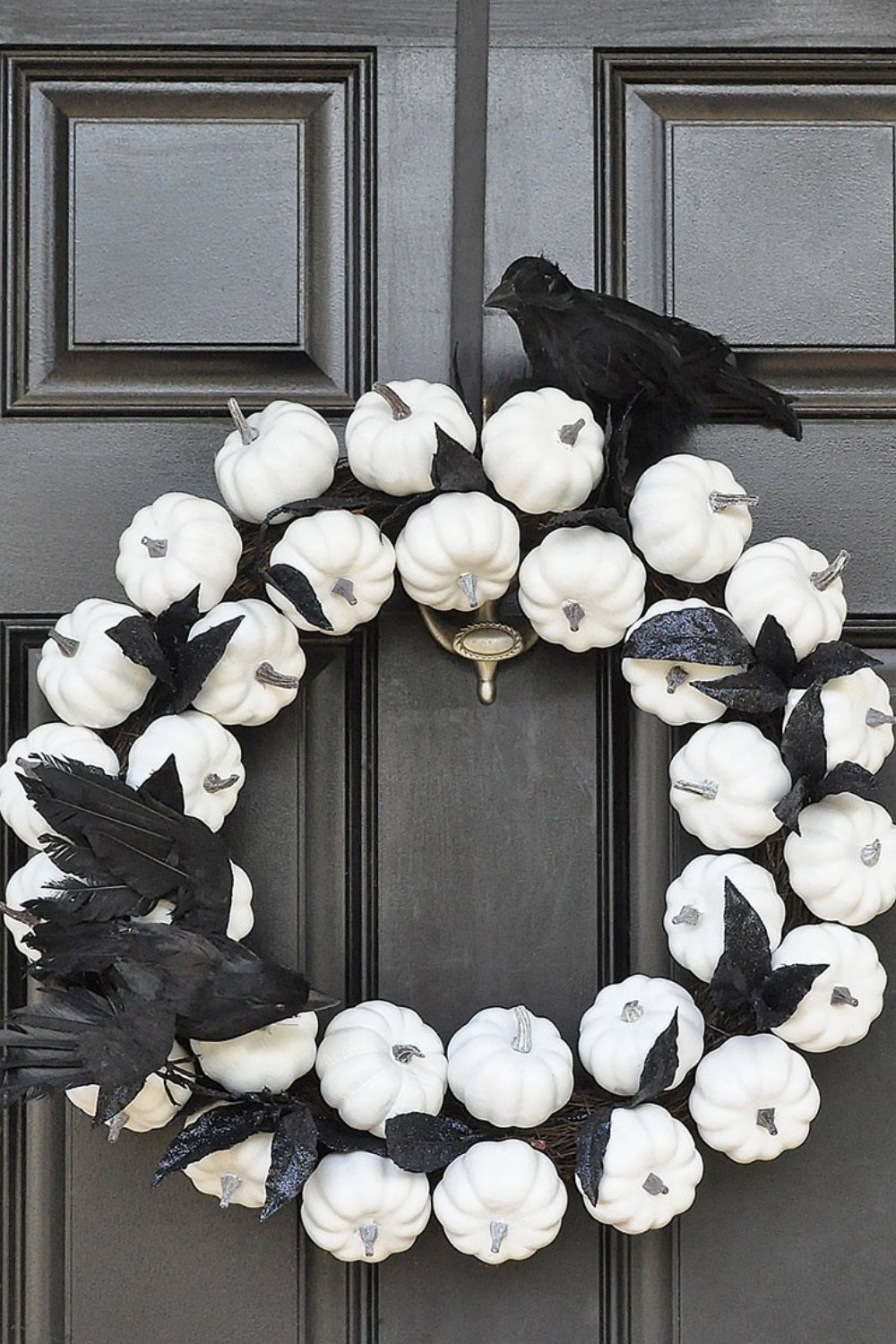 Mesmerizing White Pumpkin Wreath for Fall to Halloween