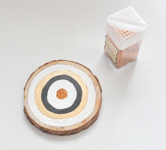 add glitter to bullseye ornament