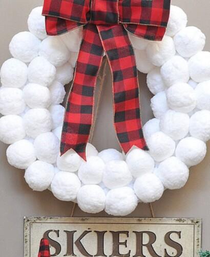 Winter Fun Snowball Wreath 31