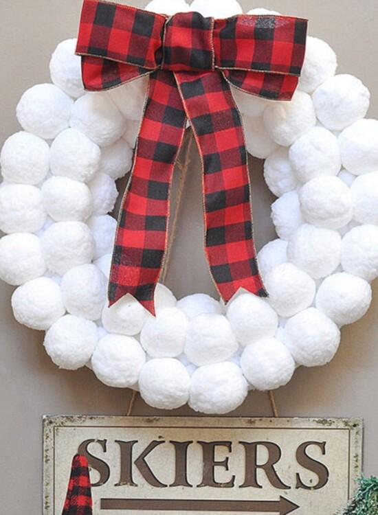 Winter Fun Snowball Wreath 38