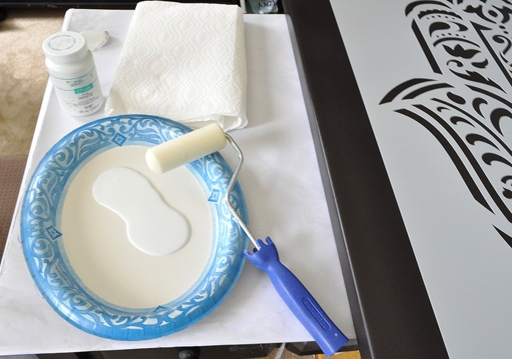 Paint stencil with a roller