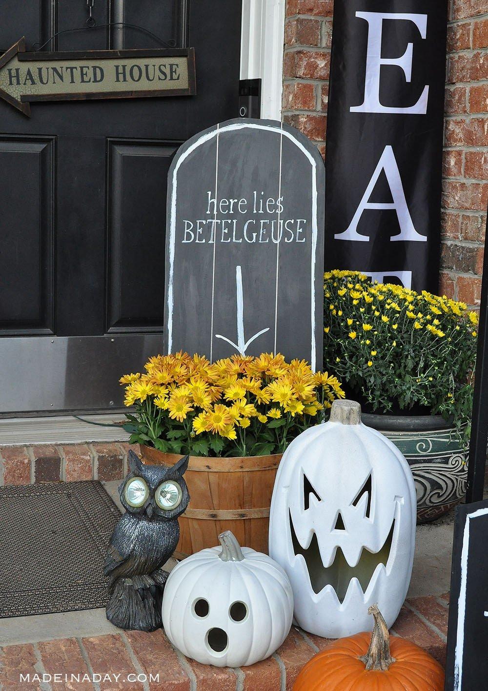 Halloween Beetlejuice Tombstone, Betelgeuse Tombstone, DIY tombstone