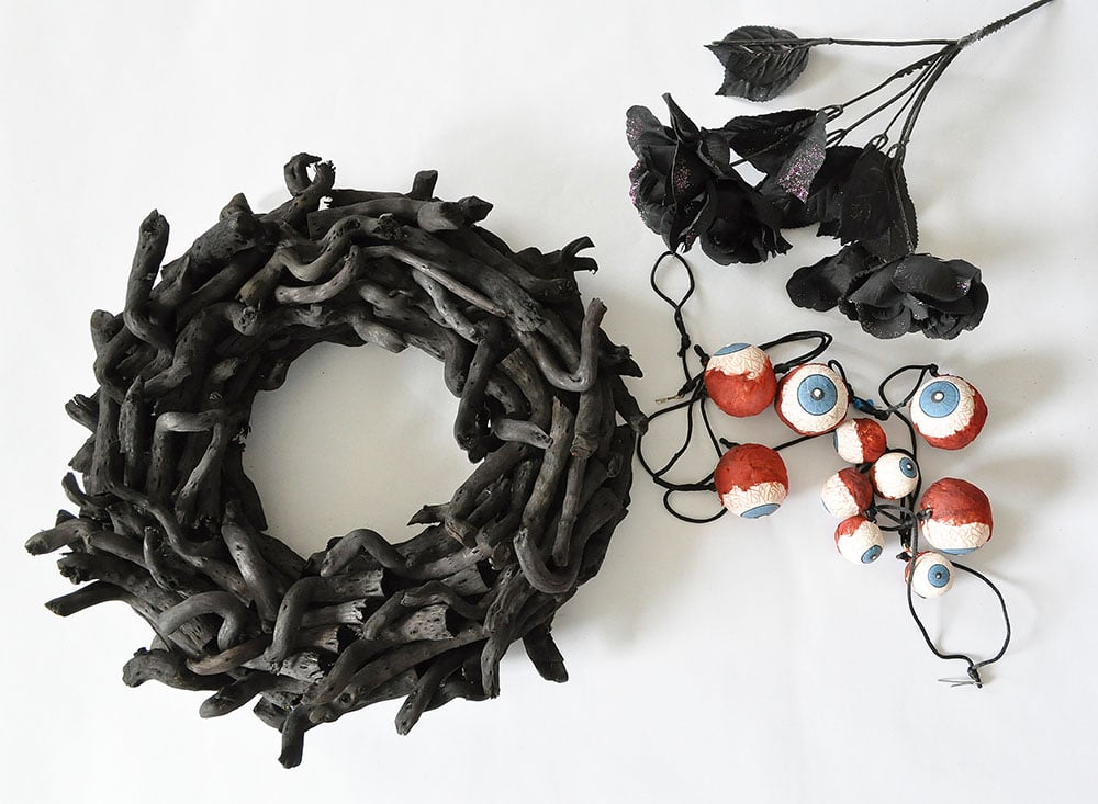 how to make an eyeball wreath,